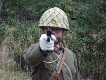 日本軍の拳銃射撃姿勢