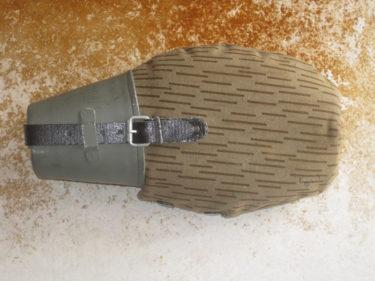 東ドイツ軍 レインドロップ迷彩 水筒 (実物)
