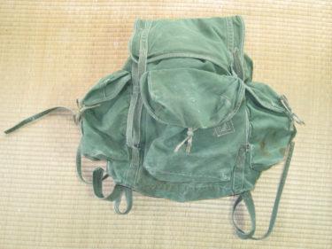 現代にも受け継がれる優れたデザイン ~ 北ベトナム軍 リュックサック (濃緑色・実物)