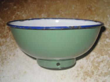 北ベトナム軍 茶碗 (実物)